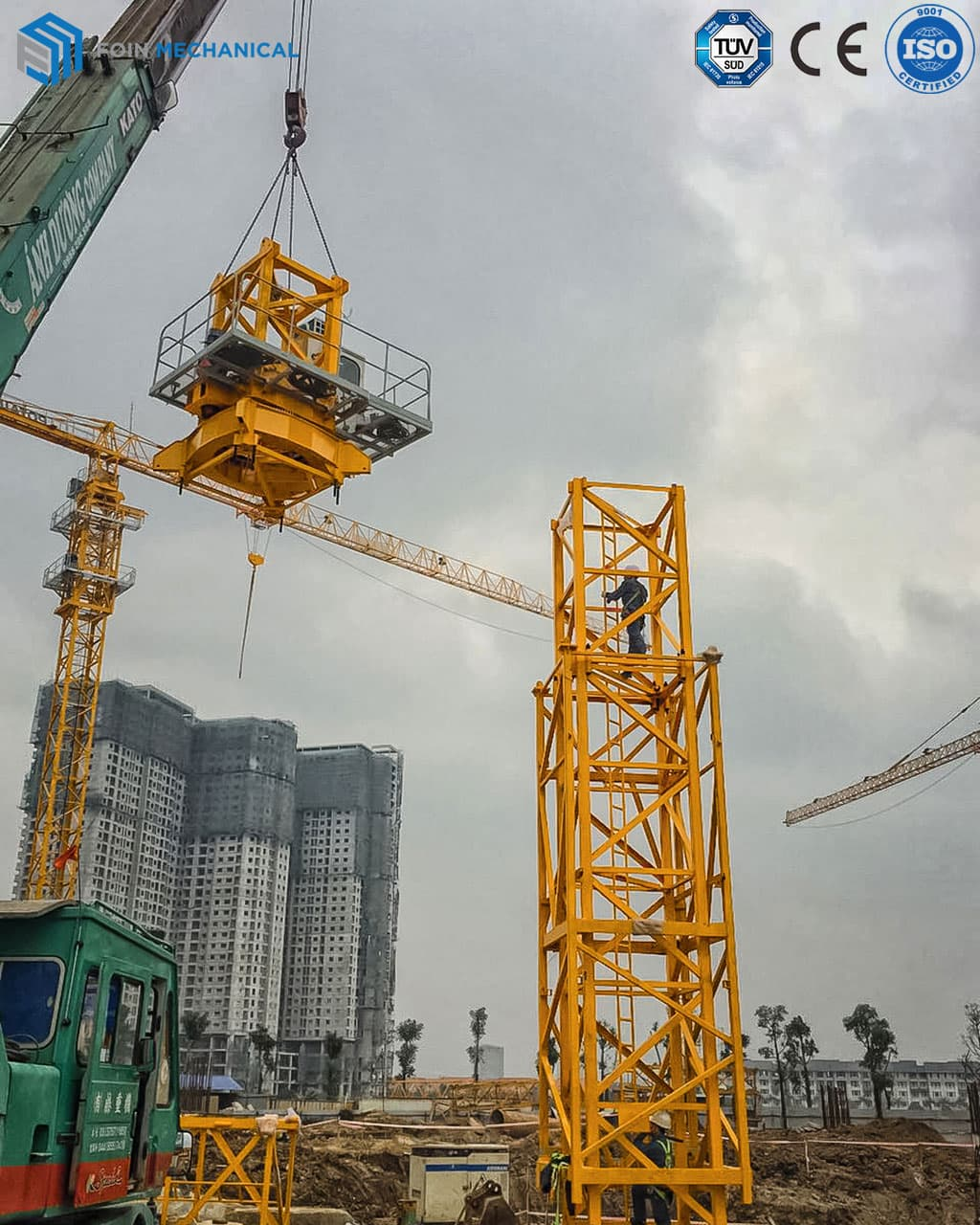 External flattop tower crane erecting