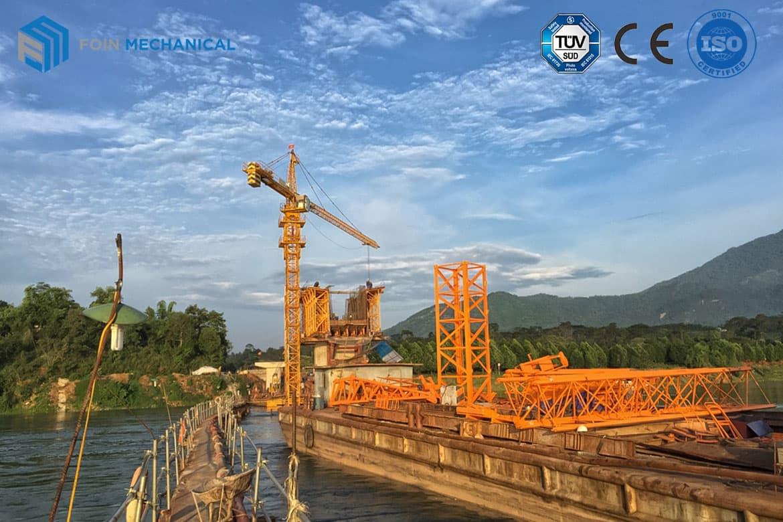 FOIN Topkit tower crane installed in water